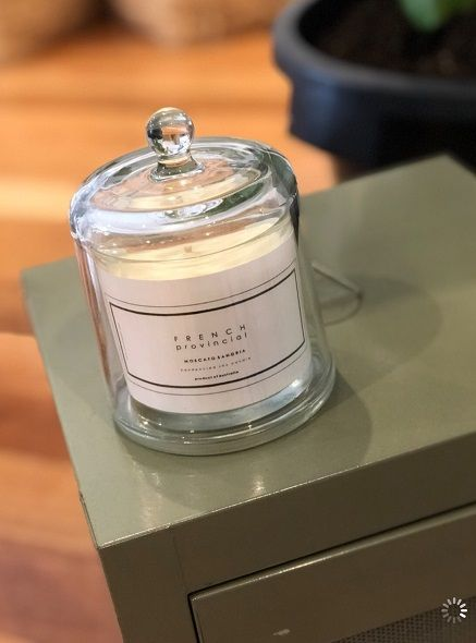 picture of a candle label on a jar